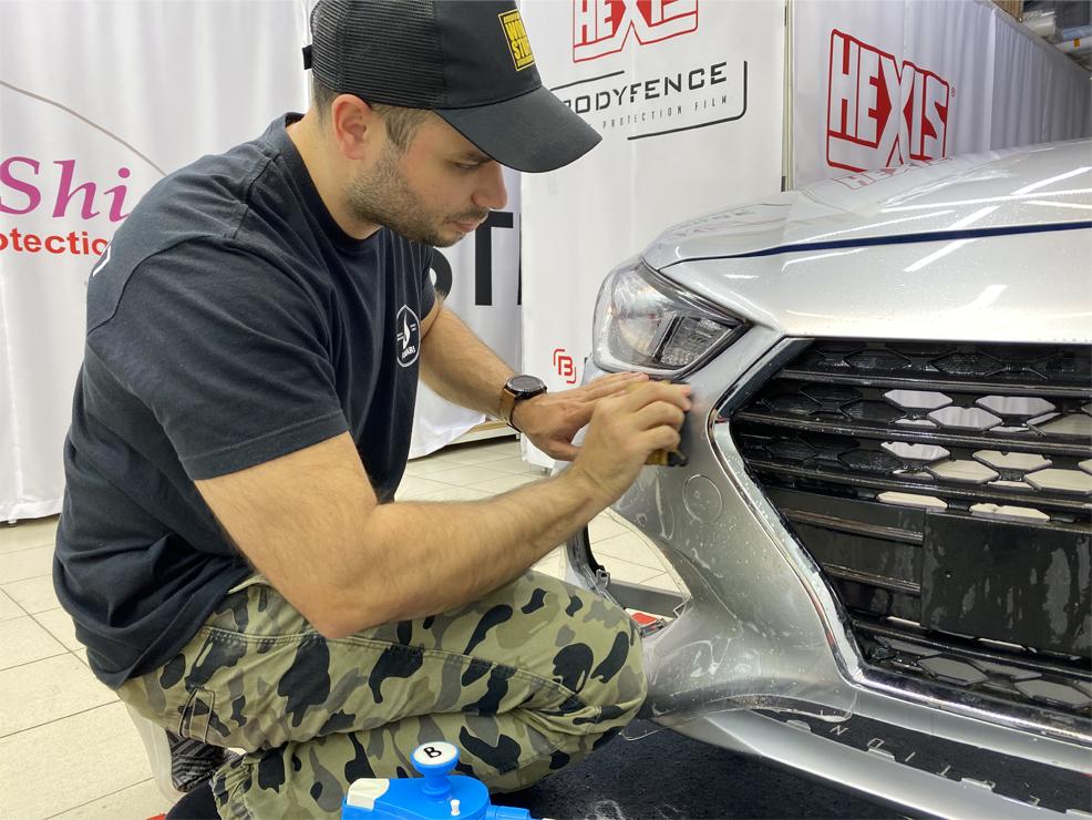 Какие требуются навыки, чтобы быстро научиться оклеивать автомобили плёнкой?
