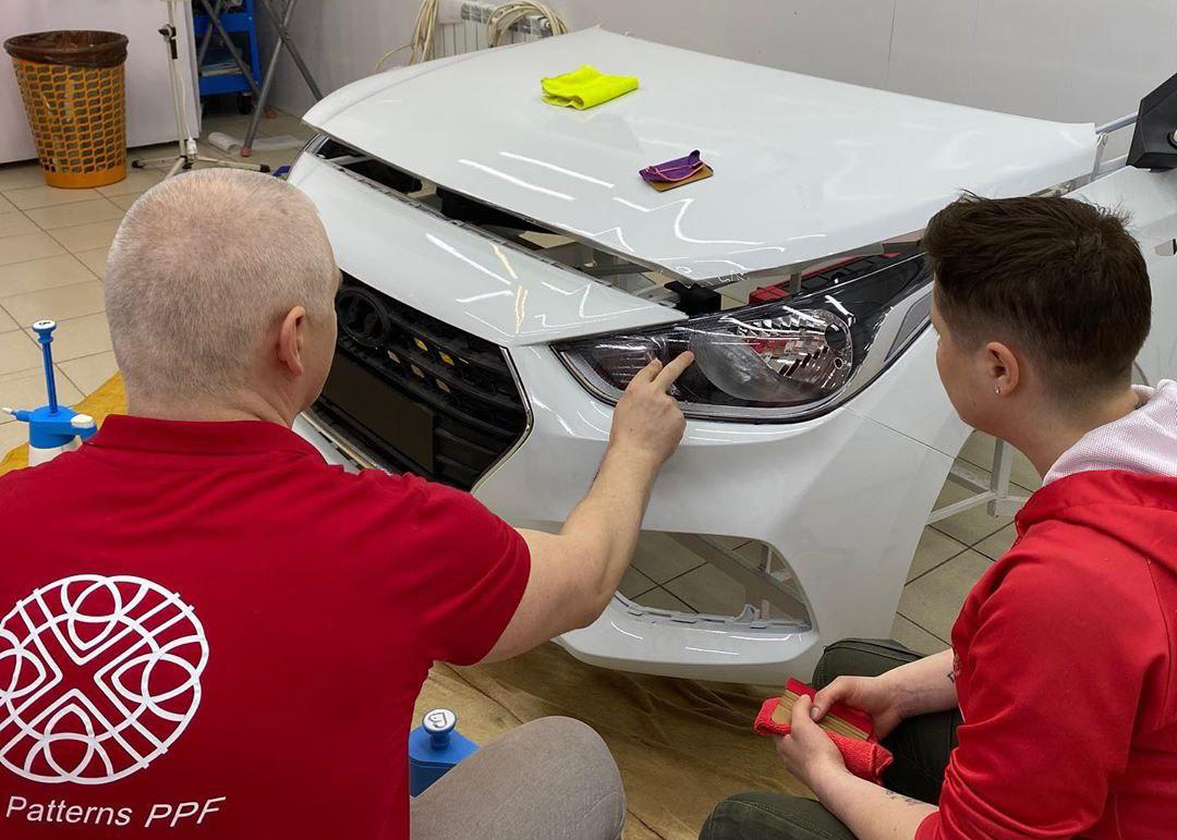 Обучение оклейке автомобиля антигравийной плёнкой