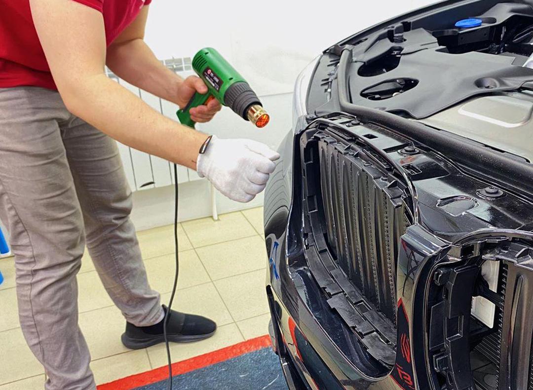 Оклейка всего кузова автомобиля по лекалам: преимущества и недостатки