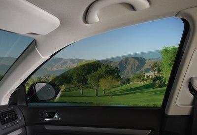 Особенности ухода за автомобильными стеклами