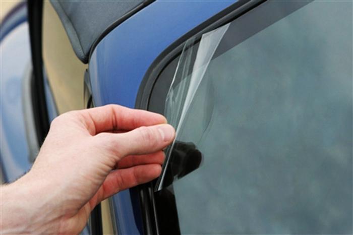 Что делать, если в автомобильное стекло попал камень?