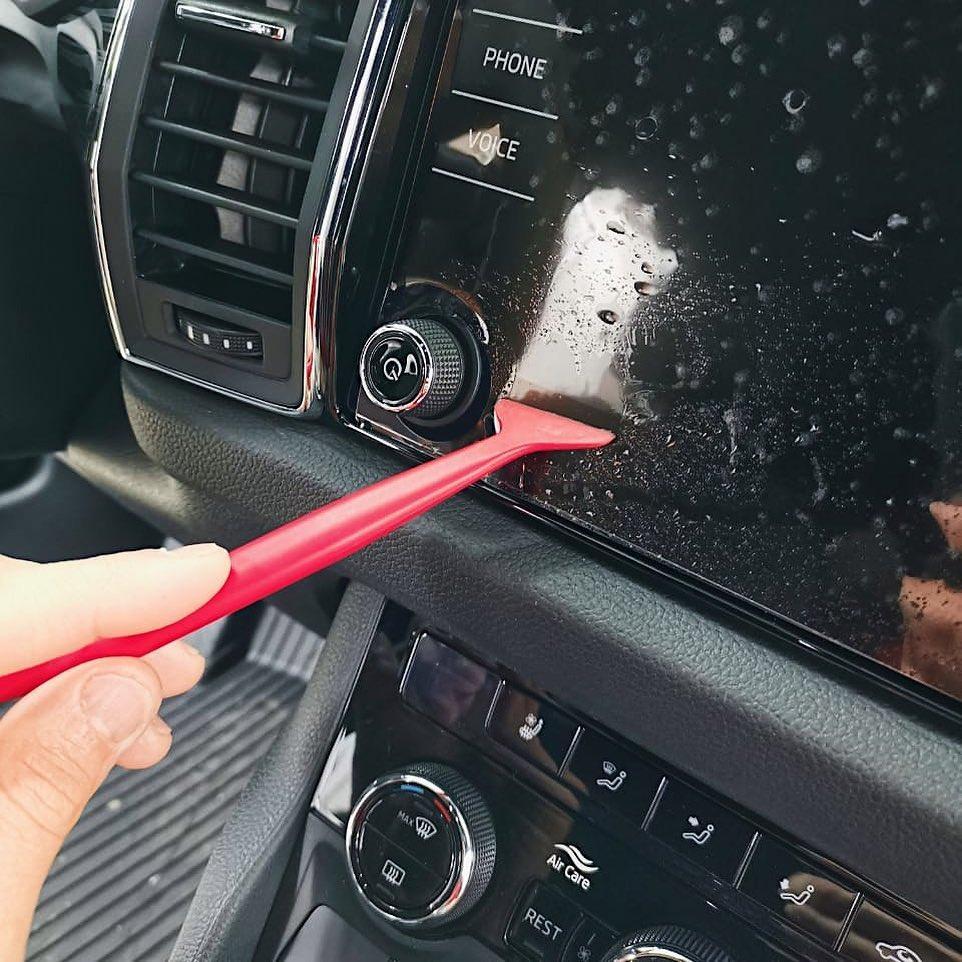 Обучение оклейке деталей интерьера автомобиля плёнкой