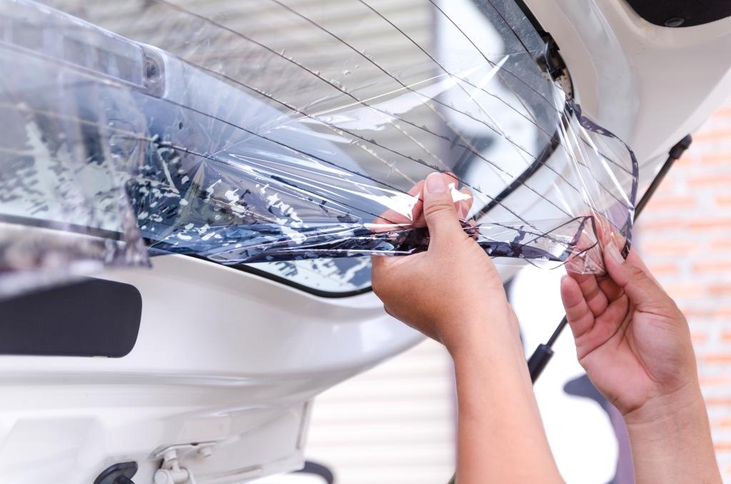 Как удалить тонировку с автомобильных стекол
