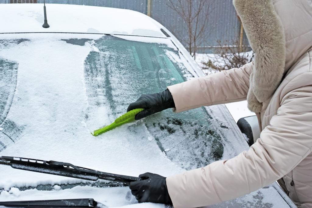 Автомобильные стекла: как продлить срок службы и защитить зимой